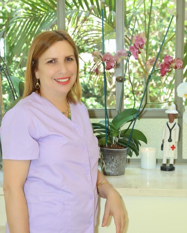 """ד""""ר מירי ישראל מזמינה אתכם ליצור קשר עם המרפאה שלה"""