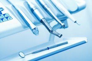 ציוד להשתלת שיניים - מירי ישראל מומחית בהשתלות שיניים