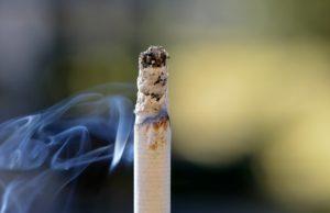 סיגריה-והשתלות-שיניים