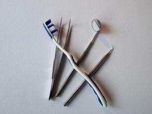כלים של רופא שיניים